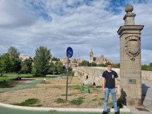 In front of the roman bridge in Salamanca
